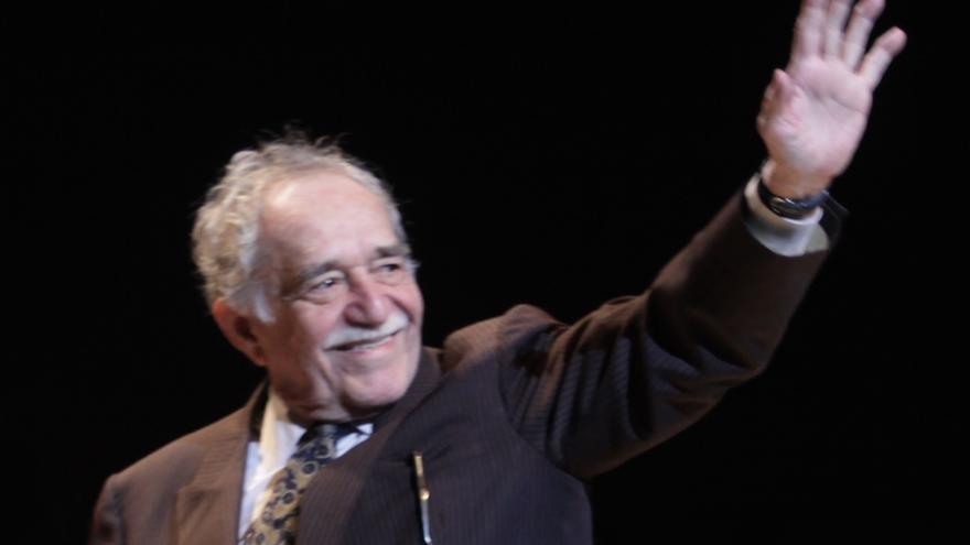 Gabriel García Márquez nos dice adiós. Pero con la mano.