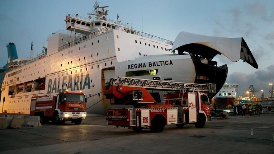 Desalojan por un incendio a los pasajeros de un ferri Valencia-Argelia