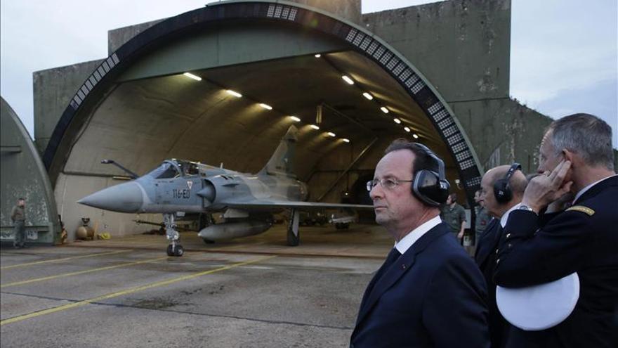 Hollande anuncia una progresiva reducción del efectivo francés en Mali