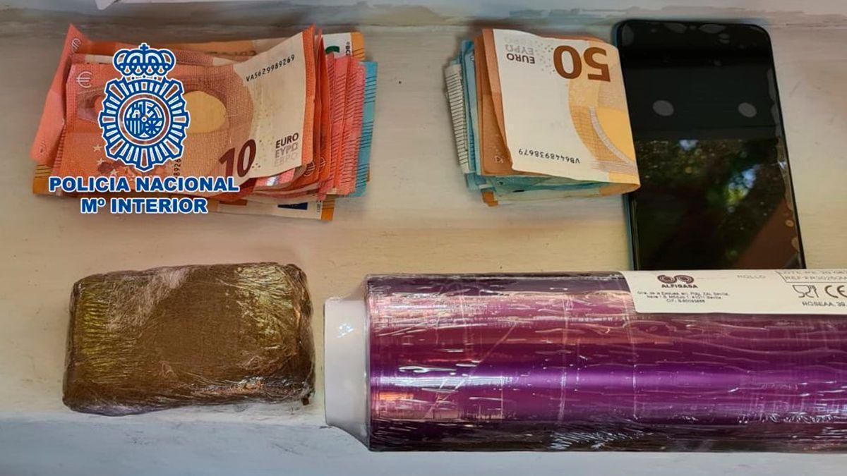 Objetos y dinero incautados por la Policía Nacional.