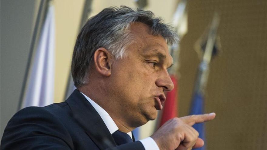 Orbán dice que Hungría debe defender su forma de vida frente a los refugiados