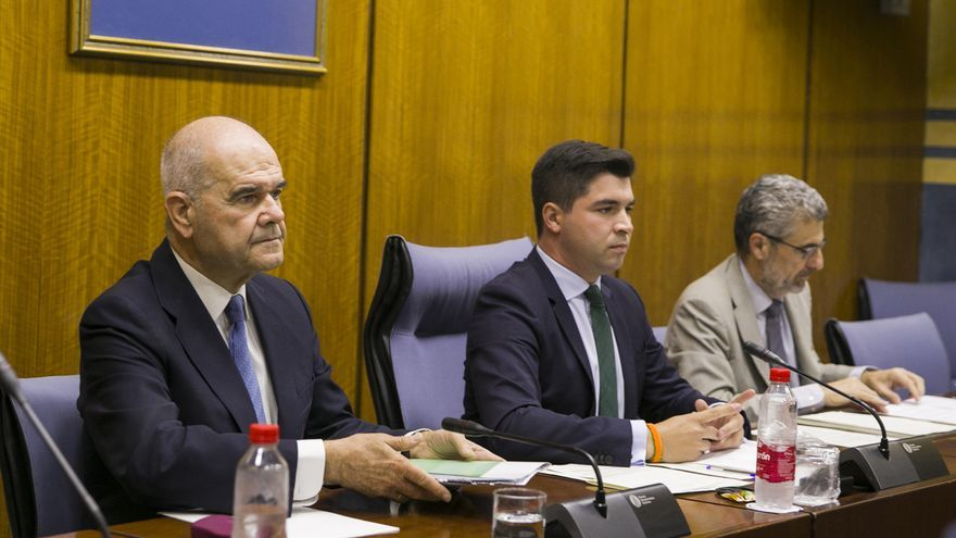 """PP-A, Cs y Vox acusan a Chaves de """"director de corrupción"""" y PSOE-A y Adelante critican el """"uso torticero"""" de Parlamento"""
