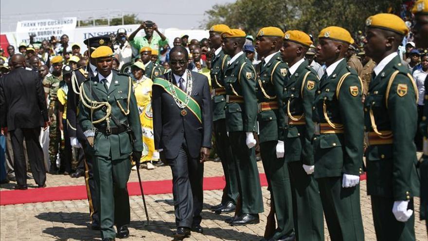 Mugabe es investido presidente de Zimbabue por séptima vez