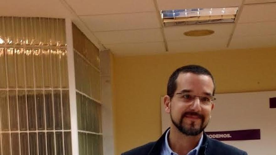 Sergio Pascual encabezará la candidatura de Podemos por Sevilla y el catedrático Pérez-Royo ocupará el número tres