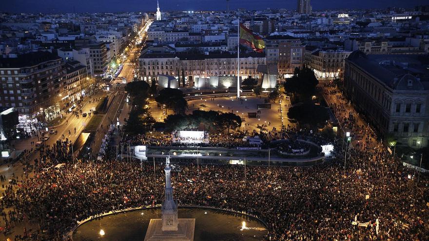Así estuvo la plaza de Colón en algunos momentos tras las marchas / Olmo Calvo