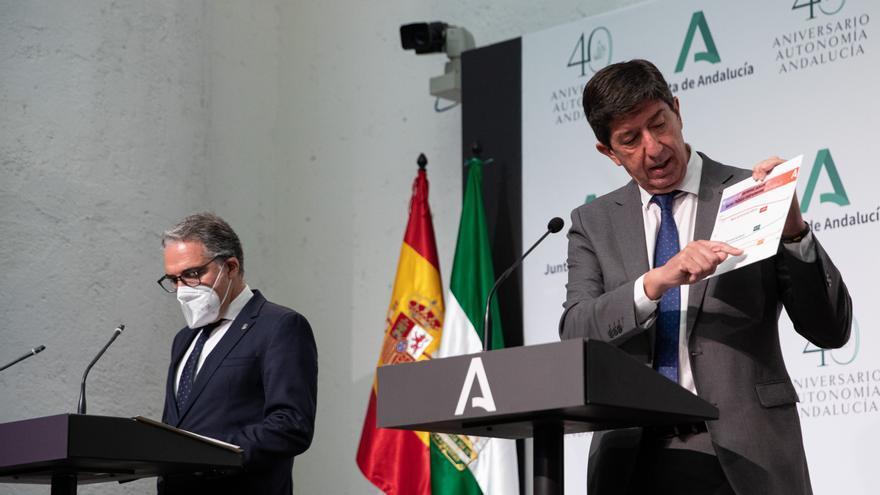 El vicepresidente Juan Marín exhibe los resultados de las auditorías del sector instrumental de la Junta.