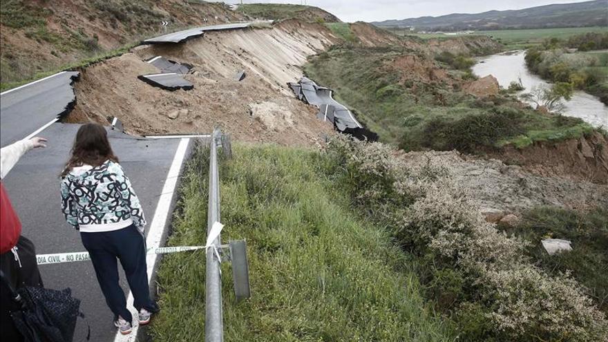 Se hunden más de 25 metros de carretera en Miranda de Arga (Navarra)