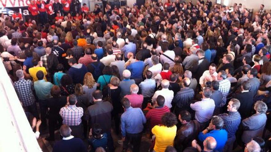 Asamblea de trabajadores de RTVV donde se discutía el preacuerdo sobre el ERE de extinción entre empresa y comité./Foto vía CCOO