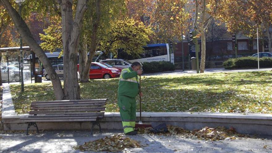 La huelga indefinida de barrenderos y jardineros de Madrid arranca esta noche