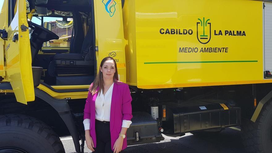 María Rodríguez junto a la autobomba.