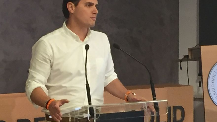 """Rivera asevera que España """"no se va a levantar"""" si no gobiernan nuevas personas con manos """"limpias y libres"""""""