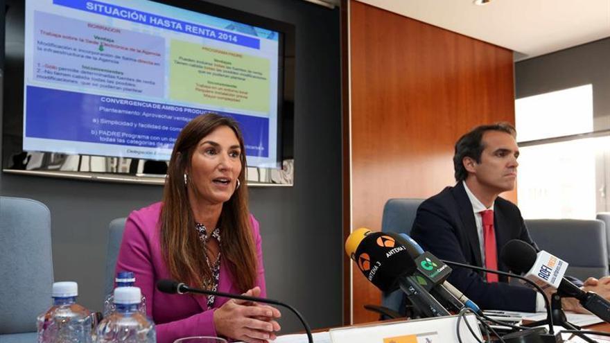 La delegada de la Agencia Tributaria en Canarias, Carmen Guillén, y el jefe regional de Gestión Tributaria, Enrique Perrote