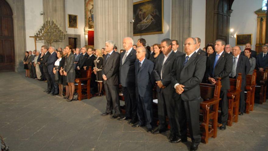 Numerosas personalidades acudieron al funeral por Adán Martín. (ACFI PRESS)