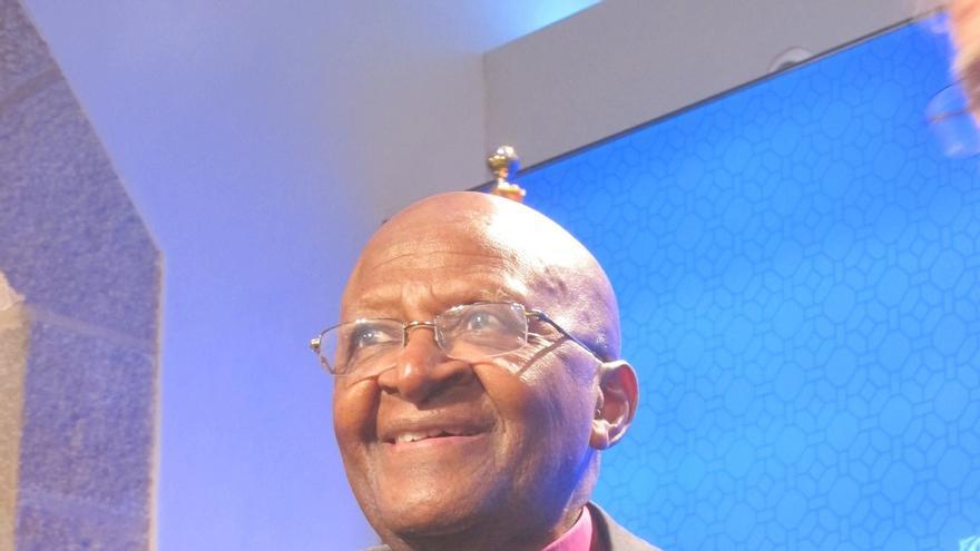 Desmond Tutu y Pérez Esquivel, firmantes de un manifiesto que pide dejar votar
