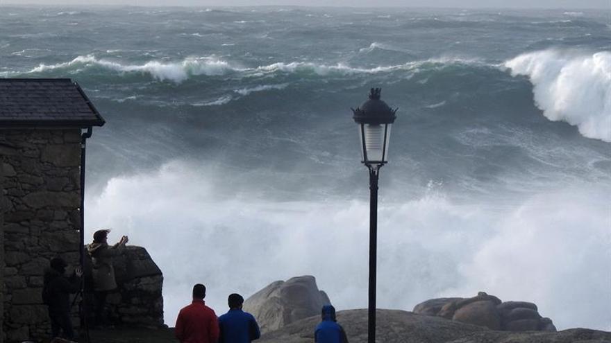 El huracán Ofelia podría dejar viento fuerte al aproximarse a la península