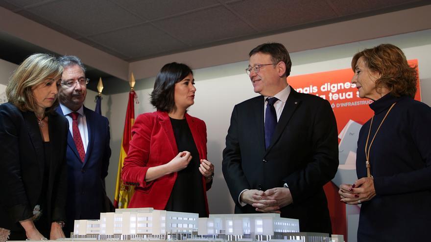 La consellera de Sanidad, Carmen Montón, con el presidente del Consell, Ximo Puig