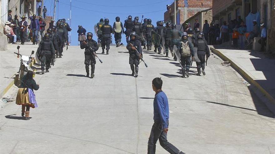 Enfrentamientos entre manifestantes y la Policía en el segundo día de paro en Perú