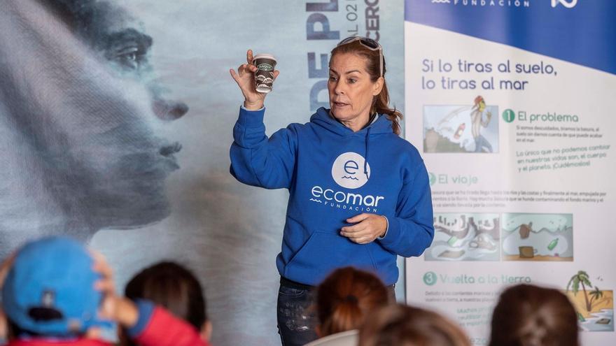 Theresa Zabell en  un taller medioambiental con escolares.