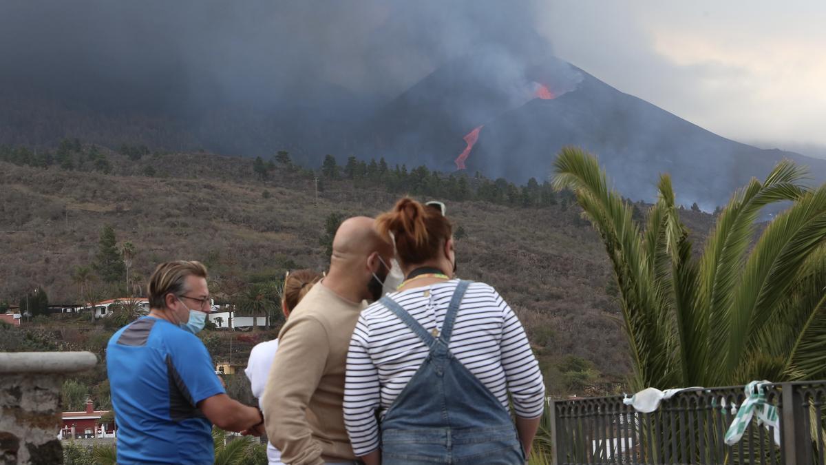Volcán de La Palma este lunes. (ALEJANDRO RAMOS)