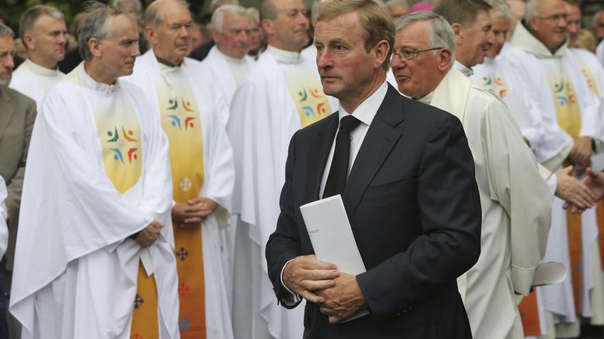 El primer ministro Irlandés, Enda Kenny, durante ua ceremonia religiosa; lainfluencia de la Iglesia católica en la política todavía es relevante.