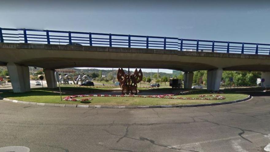 Rotonda de acceso a la A-2 donde una joven murió atropellada / CMM