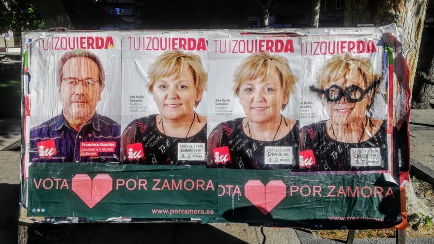 Carteles de Guarido y de la candidata a las Cortes por Zamora, que no logró resultado