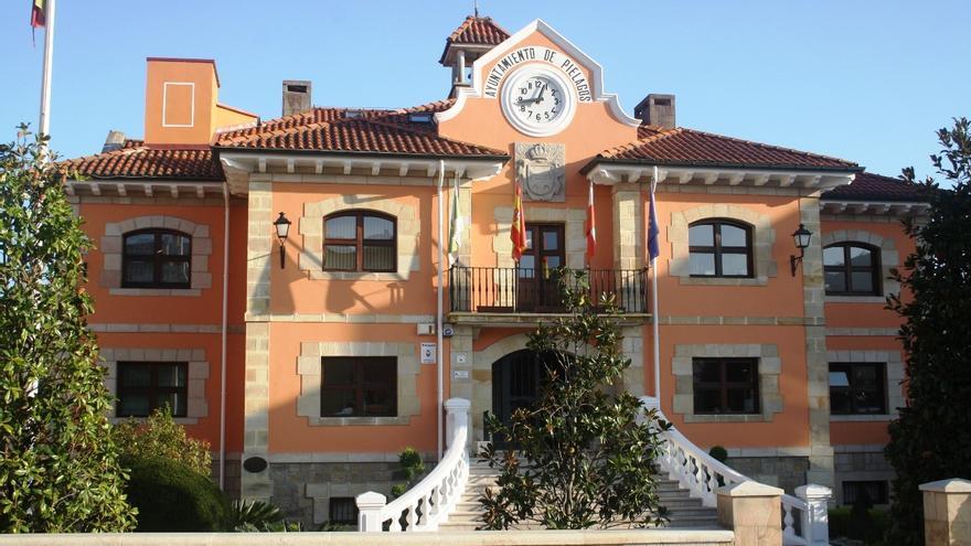 Fachada exterior del Ayuntamiento de Piélagos.