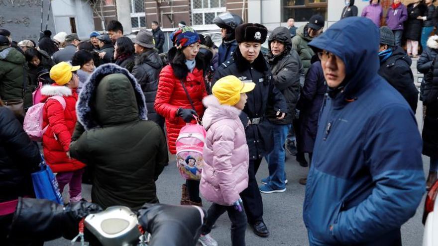 Una veintena de niños heridos en un ataque en una escuela de Pekín