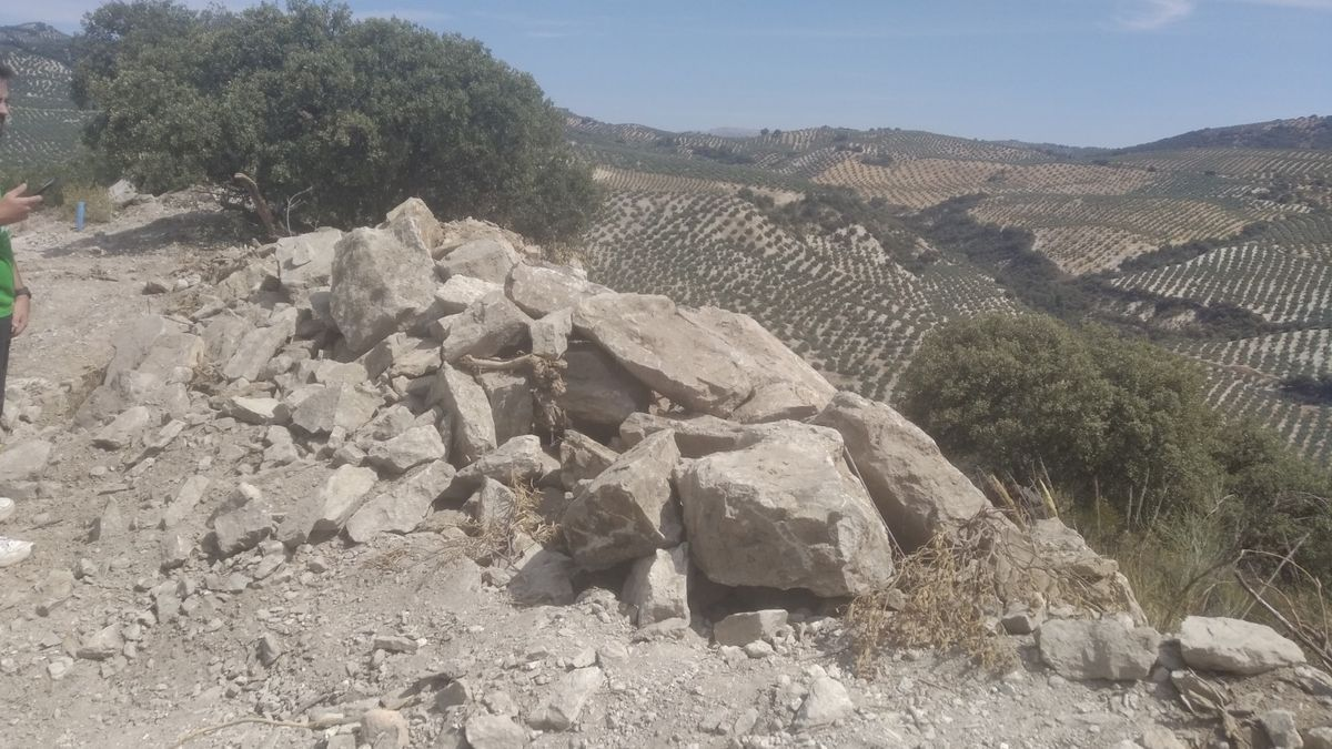 Muralla destruida en Almedinilla