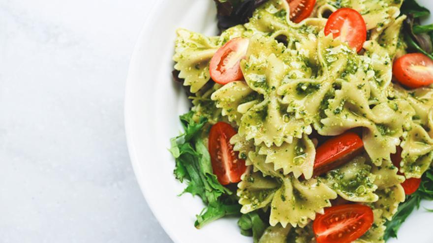 La alimentación juega un papel fundamental a la hora de controlar los cambios hormonales.