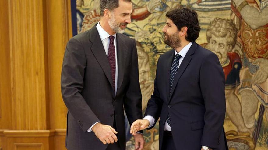 """López Miras ofrece al Rey """"lealtad"""" y pide igualdad para los murcianos"""