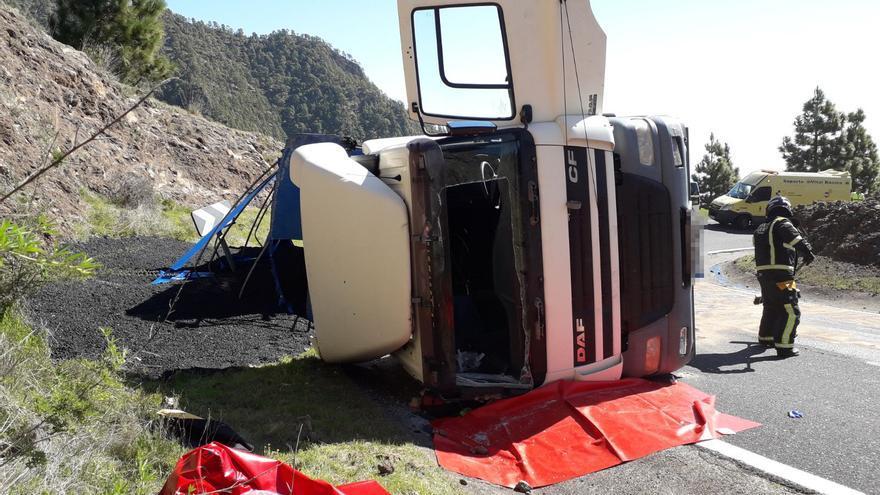 Aspecto del vehículo de carga tras sufrir el accidente