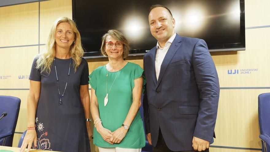 El vicepresidente segundo valenciano, Rubén Martínez Dalmau, junto a la alcaldesa de Castellón, Amparo Marco, y la rectora de la Universitat Jaume I, Eva Alcón.