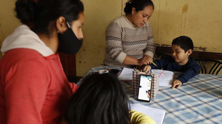 Perú declara en emergencia la educación pública, con aulas vacías desde 2019