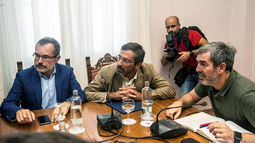 Fernando Clavijo, junto a Pedro San Ginés y Marcial Morales. (EFE)