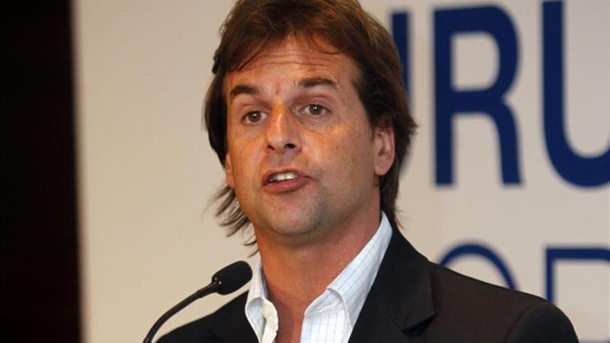 Líder de la oposición uruguaya cree que Taberé Vázquez debió retrasar su gira internacional