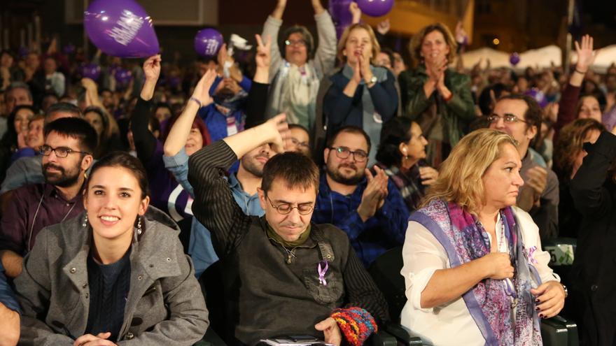 Irene Montero y Monedero en el acto de Podemos en Gran Canaria (ALEJANDO RAMOS)