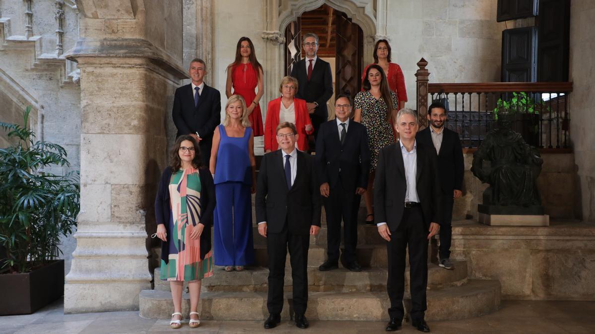 Los miembros del Gobierno valenciano antes del último pleno del Consell.