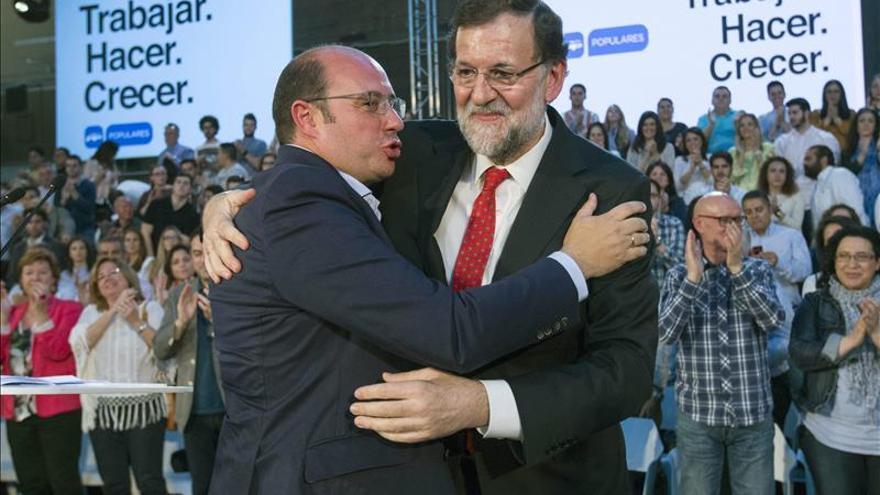 Pedro Antonio Sánchez y Mariano Rajoy en un acto del PP.