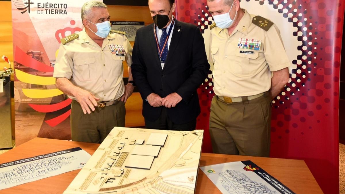 Imagen de archivo del rector de la UCO en el II Taller sobre Arquitectura Tecnológica de la Base del Ejército de Tierra.