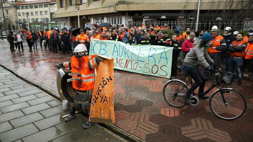 """Trabajadores de ArcelorMittal piden a Rajoy medidas """"ya"""" para proteger el sector del acero"""