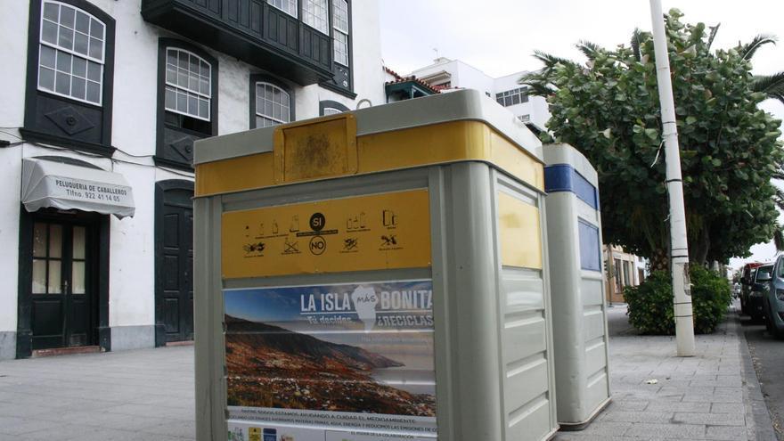 Dos contenedores en la Avenida Marítima de Santa Cruz de La Palma.