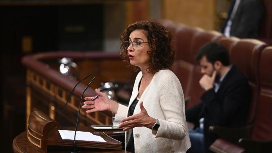 "Montero ve ""ultrainfantil"" e irresponsable el rechazo al impuesto digital"