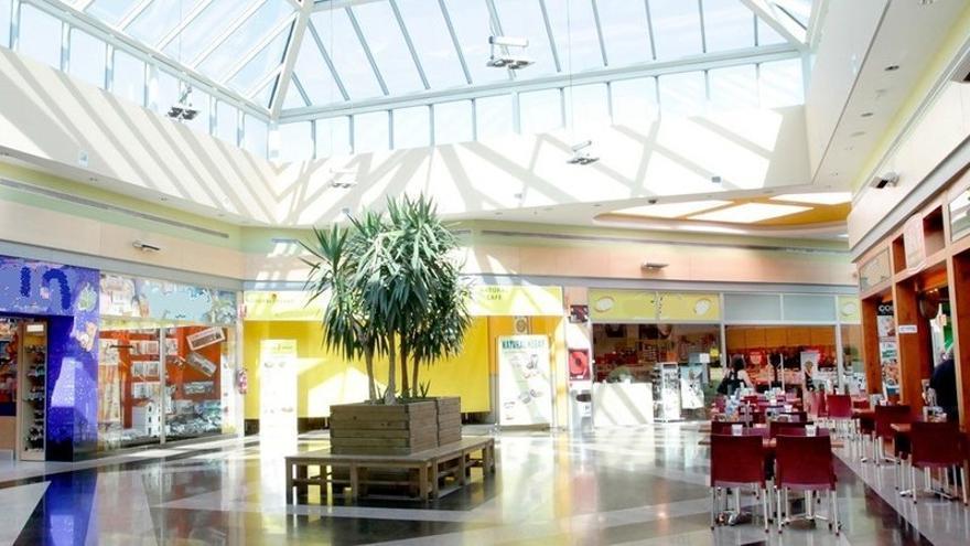 La declaración de Santander como Zona de Gran Afluencia Turísitca permite a las grandes superficies abrir todos los festivos del verano.   Change.org