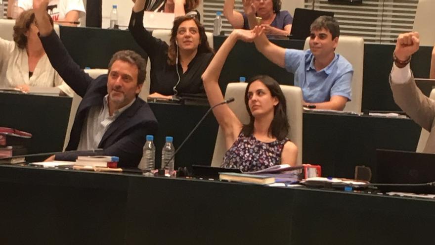 Votación de Ahora Madrid de la proposición en contra de la protesta en la capilla de la Autónoma.
