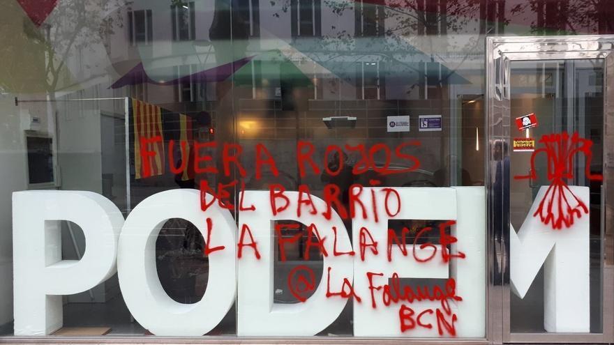 La sede de Podem en Cataluña amanece con pintadas falangistas