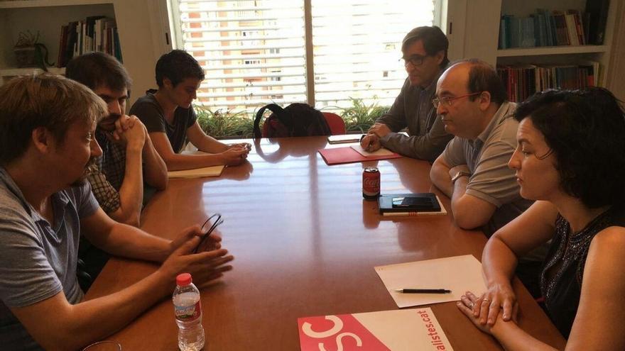 El PSC y CatComú abordan la situación política catalana en su primera reunión
