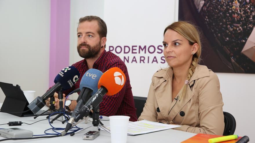 Los diputados de Podemos Juan Márquez y Noemí Santana