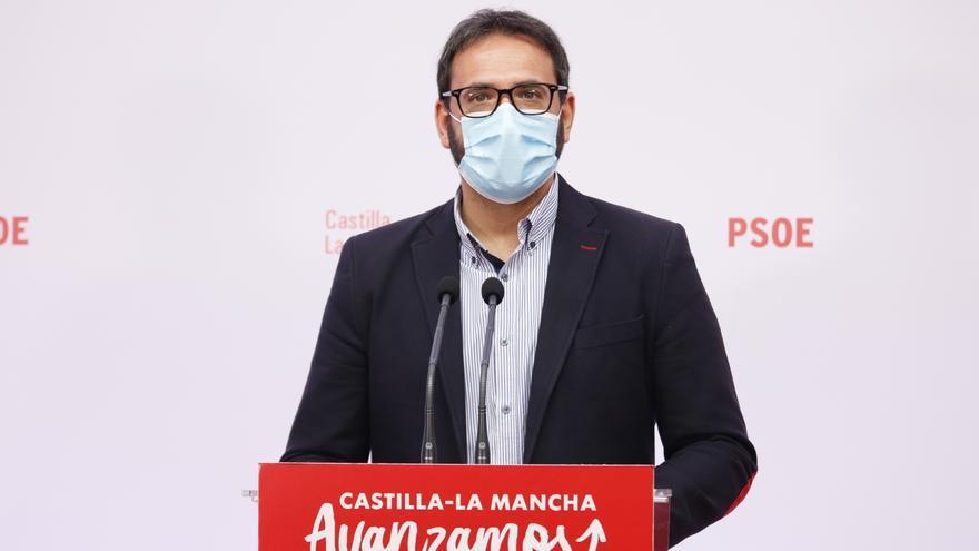 """El PSOE acusa al presidente del PP de Castilla-La Mancha de ser el """"único político que sitúa a Vox como partido de centro derecha"""""""