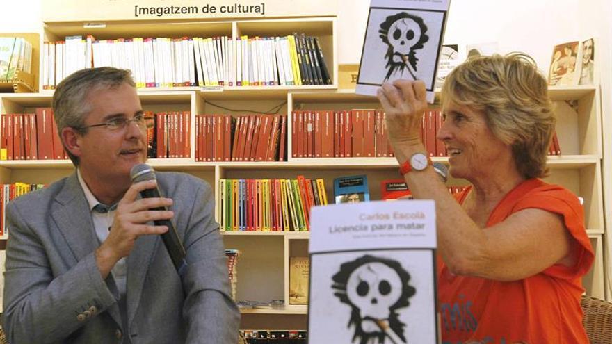 Mercedes Milá pide una campaña para jóvenes al apadrinar libro sobre tabaco